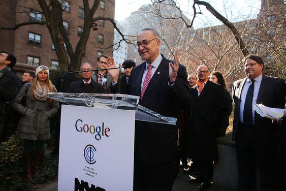 Google sponser det største utendørs WiFi-tilbudet i New York i samarbeid med byens myndigheter og den ideelle stiftelsen Chelsea Improvement Project.