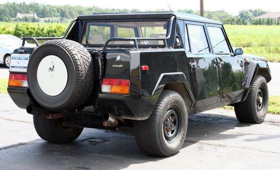 En slik terrengbil fra Lamborghini er blant beslagene.