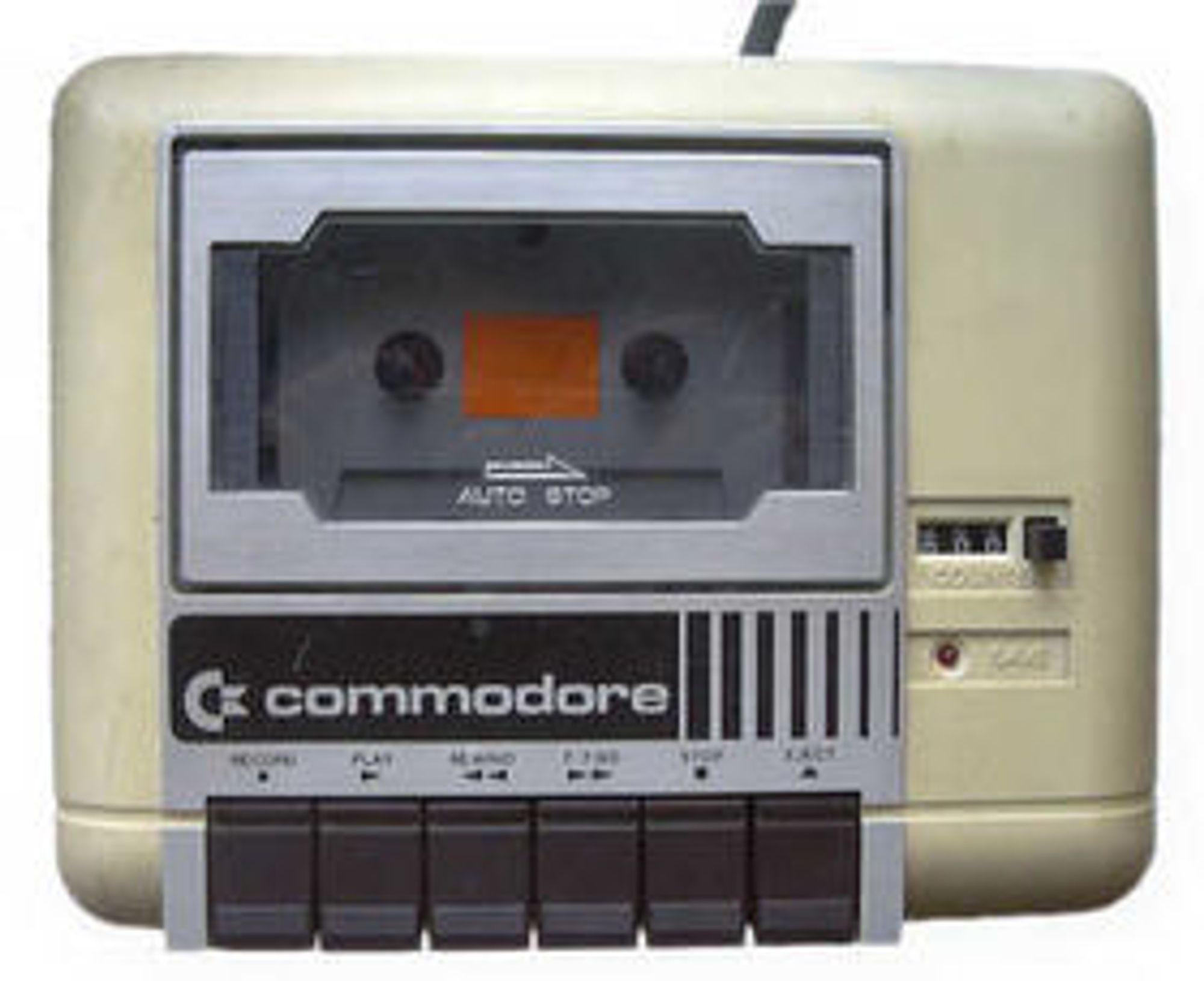 Commodore Datasette 1530, kassettspilleren til Commodore 64. Legg merke til posisjonstelleren. Den var helt nødvendig for å finne fram til programvare som ikke var lagt helt i starten på tapen.