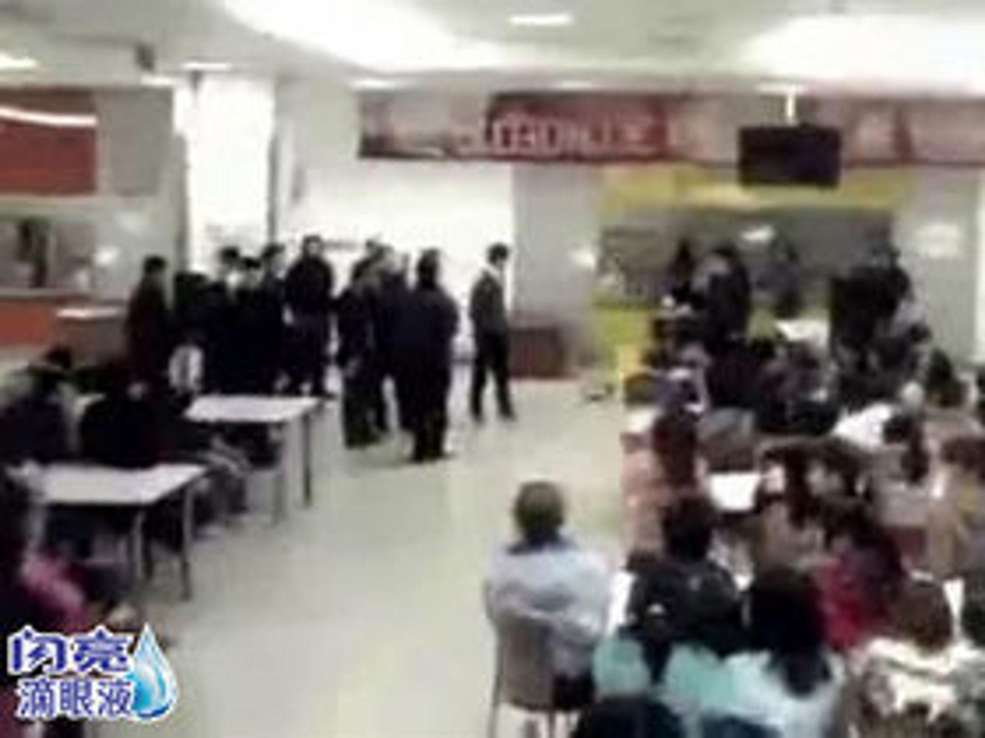 Fra et videoopptak av forhandlingene mellom ledelsen og de streikende, lagt ut på 56.com.