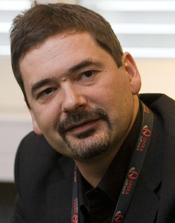 - Google og Microsoft er blant flere giganter som snuser på Island, sier Tetzchner.