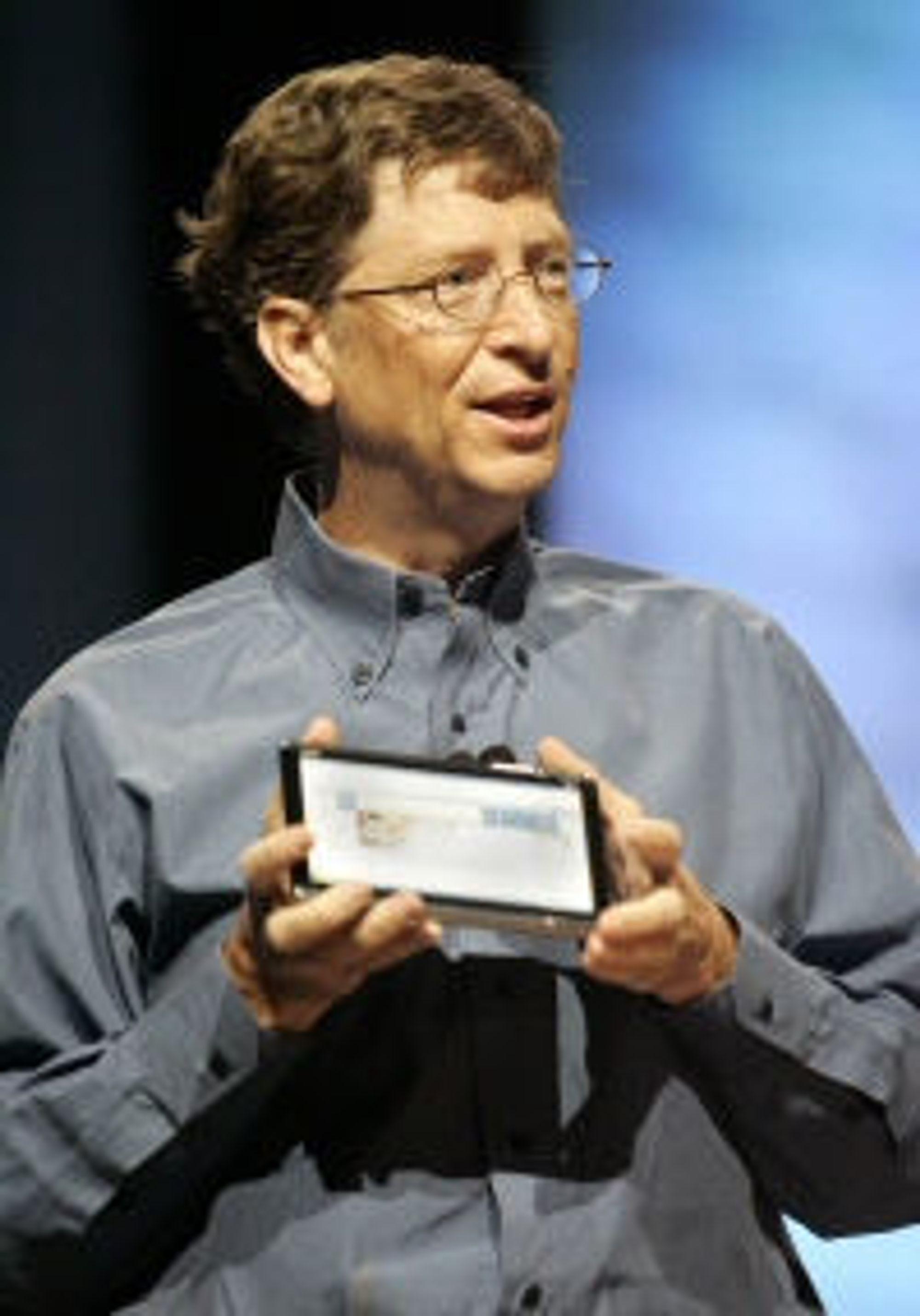 Bill Gates ned prototyp av Acer-tablet anno 2006.
