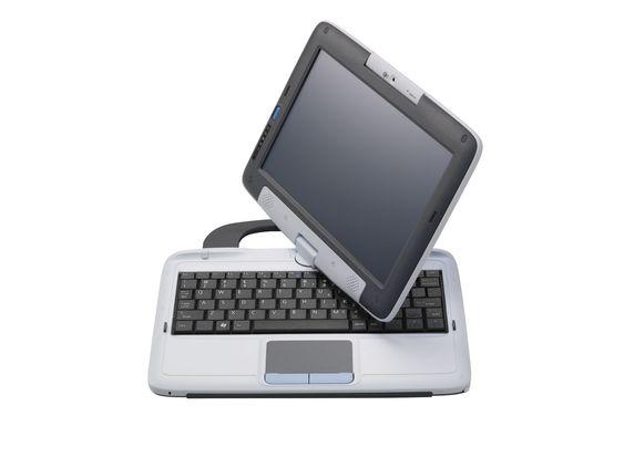 Skjermen kan vris og leses når den felles ned over tastaturet.
