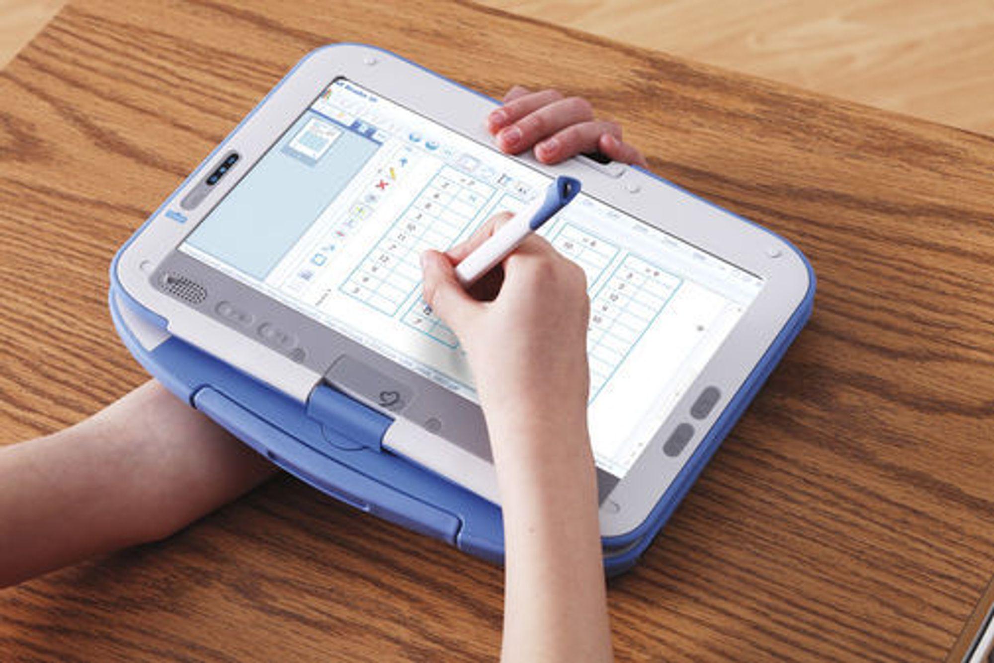 Brukt med spesialpenn settes skjermen i en modus som gjør at håndtrykk på skjermen ikke ødelegger for betjeningen. Programvare i maskinen gjenkjenner håndskrift og gjør det mulig å gjøre lekser ved å fylle ut oppgaveskjemaer.