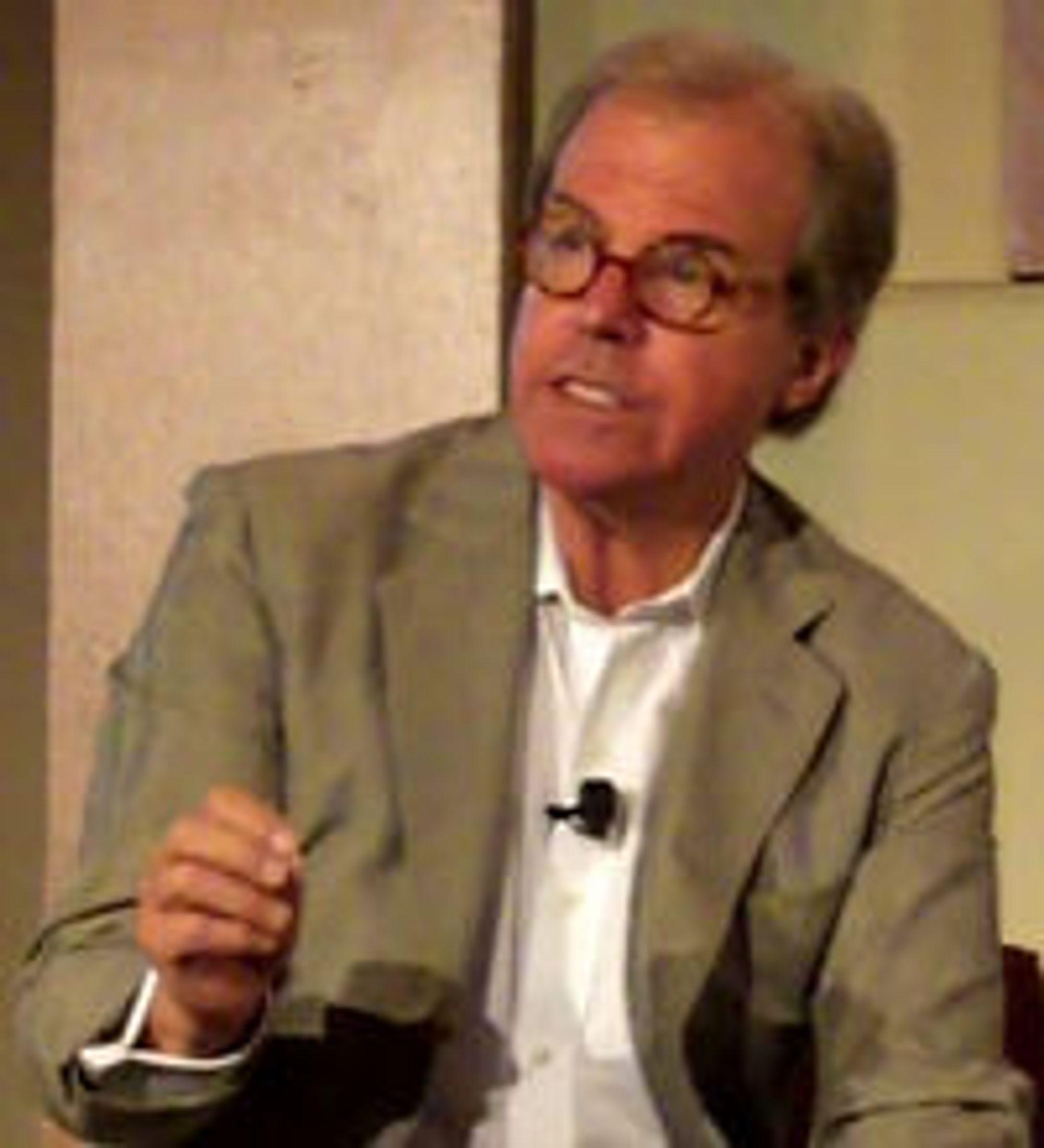 Negroponte mener elev-pc-en XO kan effektivisere undervisningen i fattige land langt raskere og langt rimeligere enn alle andre metoder.
