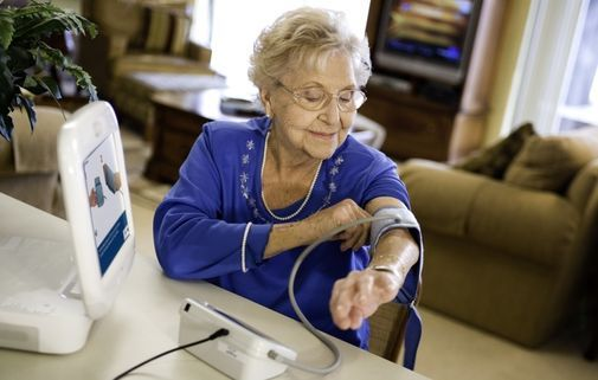 Hensiktsmessig og lettbrukt apparatur med video kan spare mange besøk til legen, tror Intel.