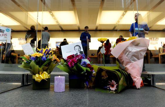 Blomster også utenfor Apple-butikken i Sydney, Australia.