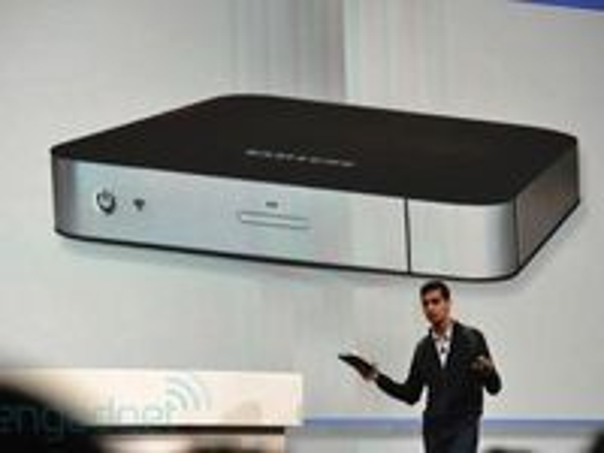 Googles produktsjef Sundar Pichai viste et raskt bilde av en Chromebox fra Samsung.