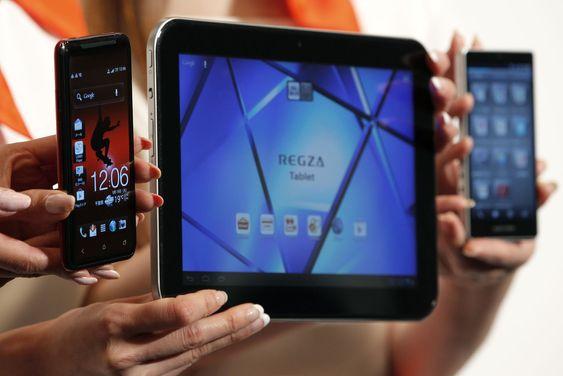 Smartmobil fra HTC og Sharp, og nettbrett fra Toshiba: Et stort mindretall av europoas abonnenter er utsatt for operatørenes tilbøyelighet til å strupe P2P-trafikk og tale over IP, i strid med prinsippet om nettnøytralitet.
