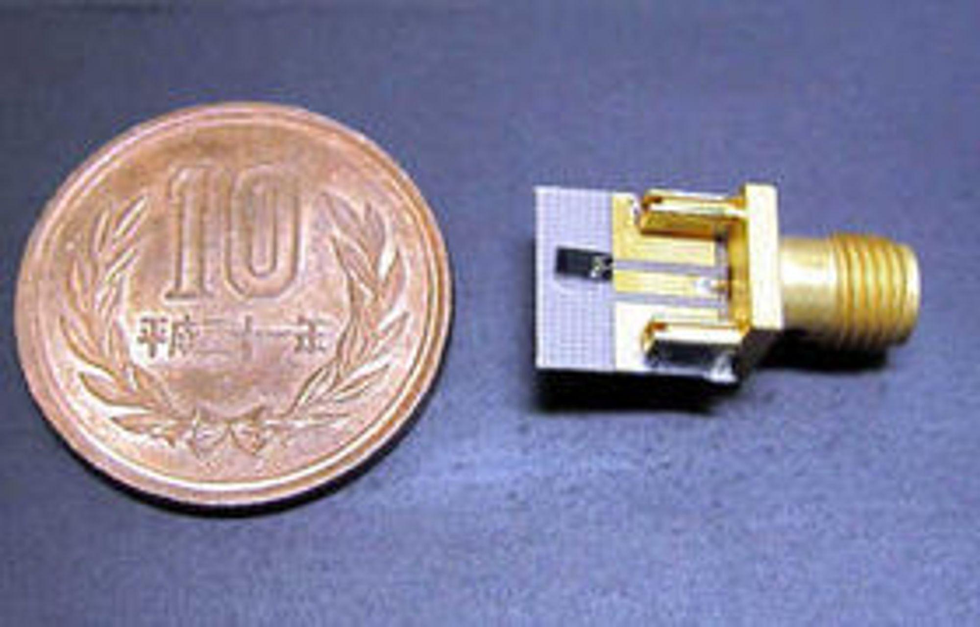 Dioden omtalt i artikkelen er en videreutvikling av den noe større (1,5 x 3,0 mm) dioden på bildet, som i fjor høst ble demonstrert av ROHM og Osaka University. Med denne dioden greide man å oppnå trådløse dataoverføring med en hastighet på 1,5 gigabit per sekund.