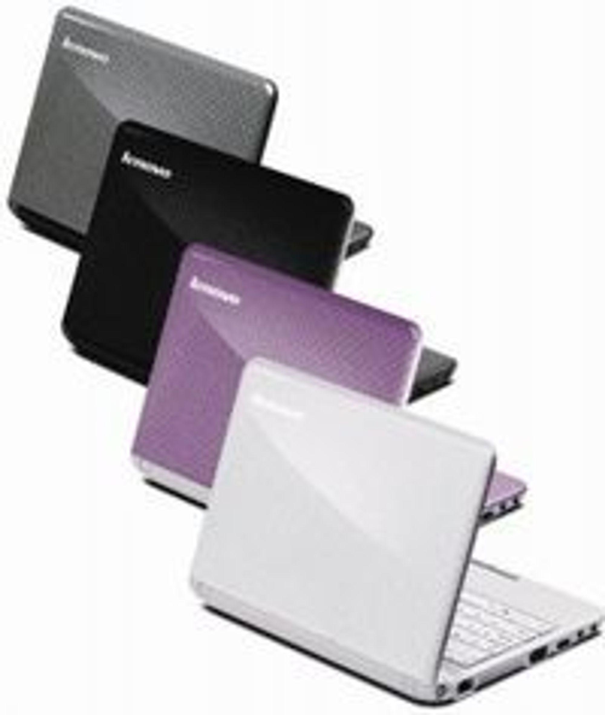 Lenovo S10-2 tilbys i grå, sort, rosa eller hvit utførelse.