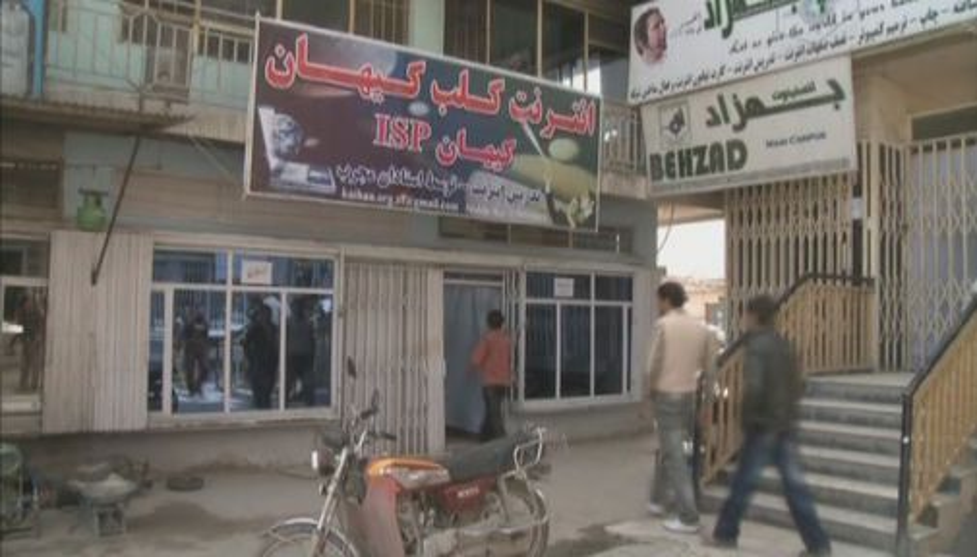Internett-kafeer er svært popuplære i Afghanistans hovedstad Kabul (foto: Nato Channel).