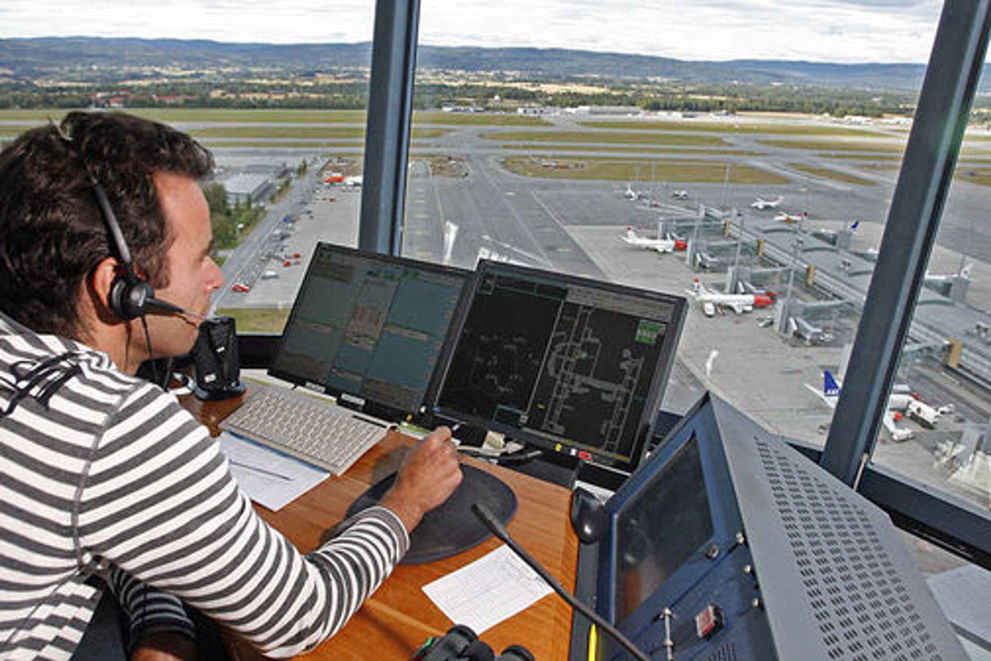 Flyveleder ved Oslo Lufthavn Gardermoen (OSL). Verken OSL eller personen på bildet er relatert til saken.