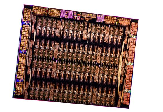 Slik ser Intel Xeon Phi-brikken ut innvendig.
