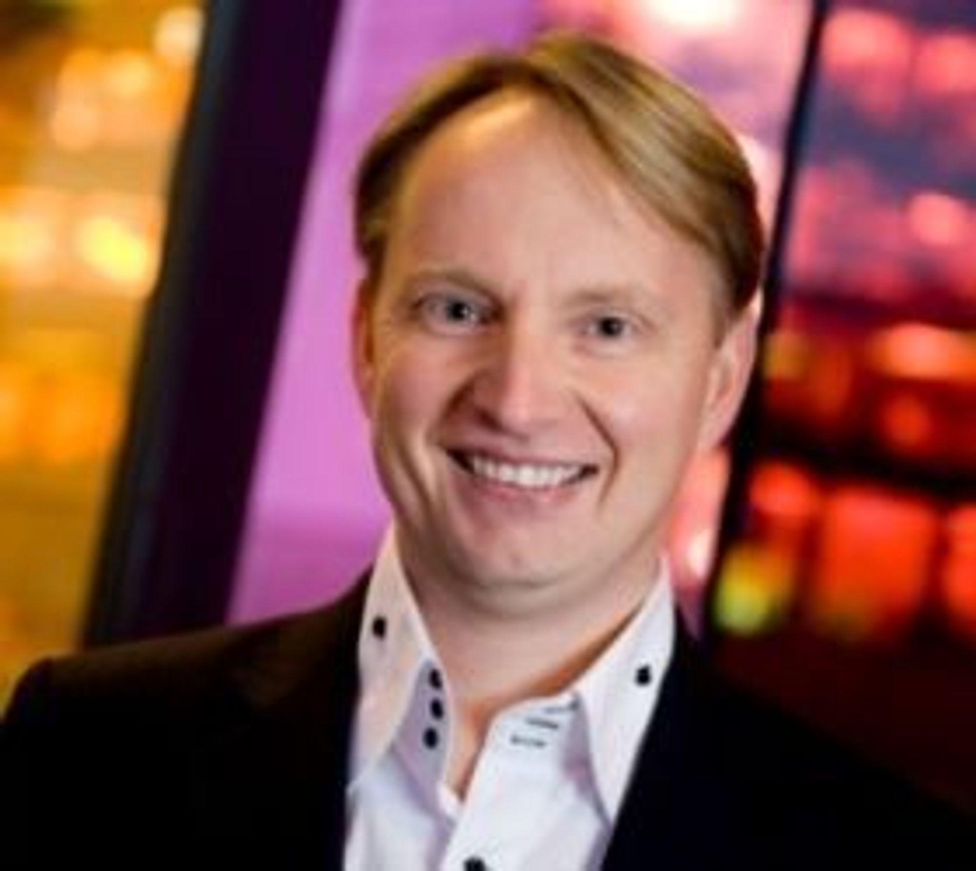 Filip Elverhøy håper at gratis frakt vil føre til at flere handler hos NetOnNet.