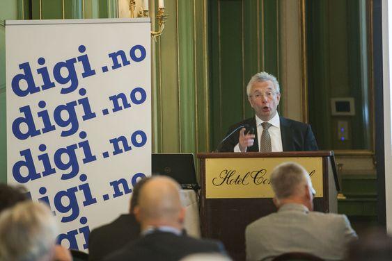 """Statsråd Karl-Eirik Schjøtt-Pedersen åpnet det første """"Toppmøtet"""" i regi av digi.no. Han utfordret IT-bransjen på regjeringens nye digitaliseringsstrategi."""