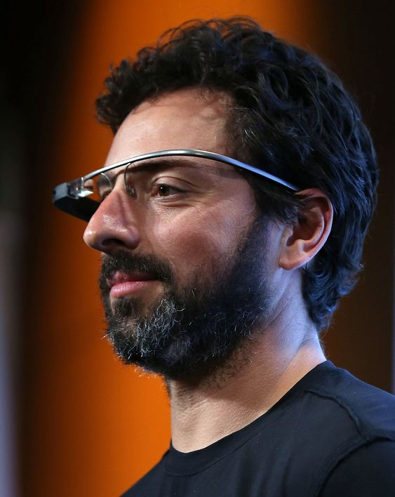 Sergey Brin, medgründer i Google, ble brukt som avsender av den falske e-posten som ble sendt til den andre medgründeren av Google, Larry Page. Her er Brin utstyrt med Googles Project Glass-brille under en pressekonferanse i september 2012.