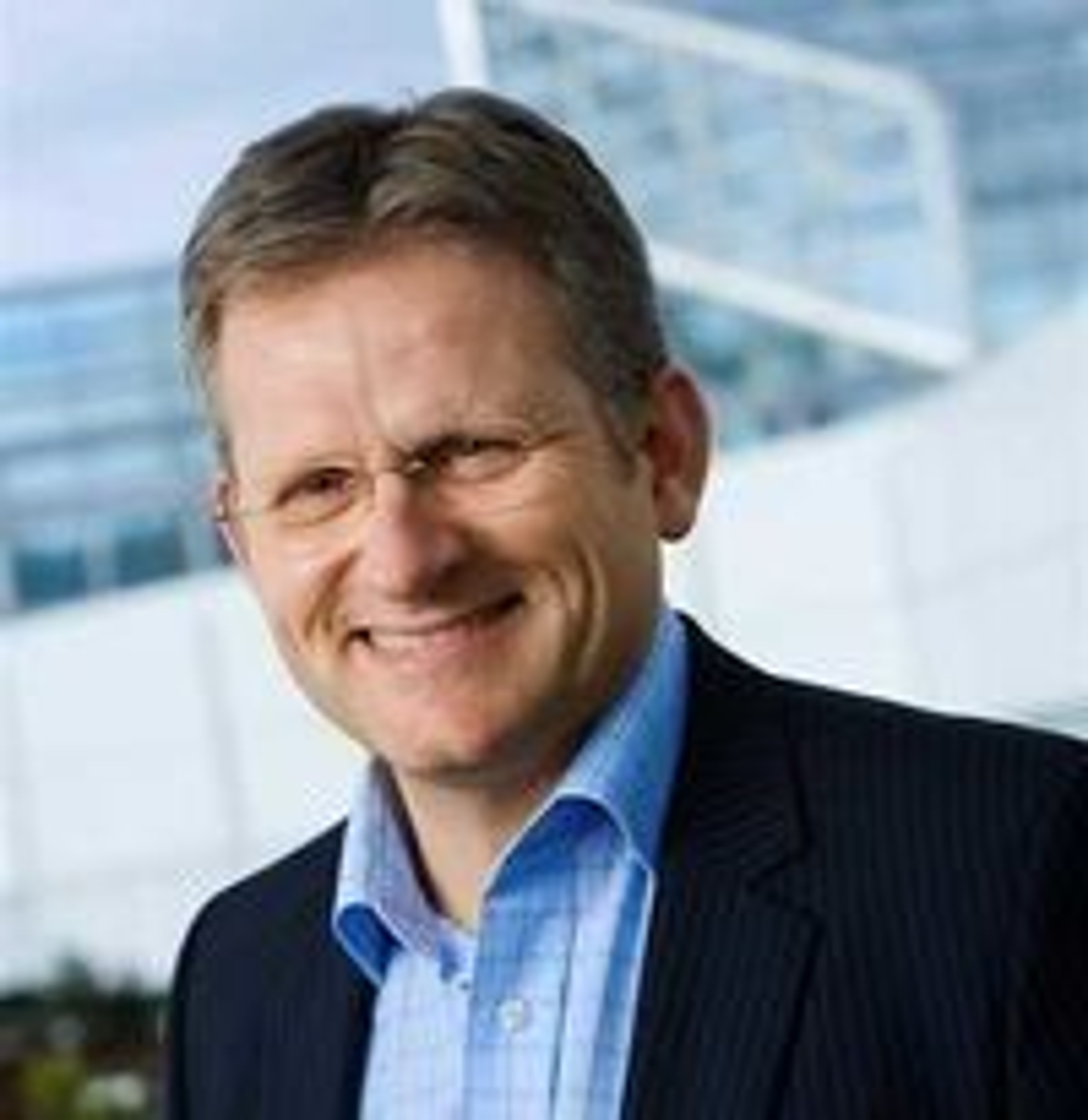 Administrerende direktør Morten Thorkildsen i IBM Norge peker på IBMs rolle i byggingen av IT-næring og samfunnsinstitusjoner gjennom 76 år her i landet.