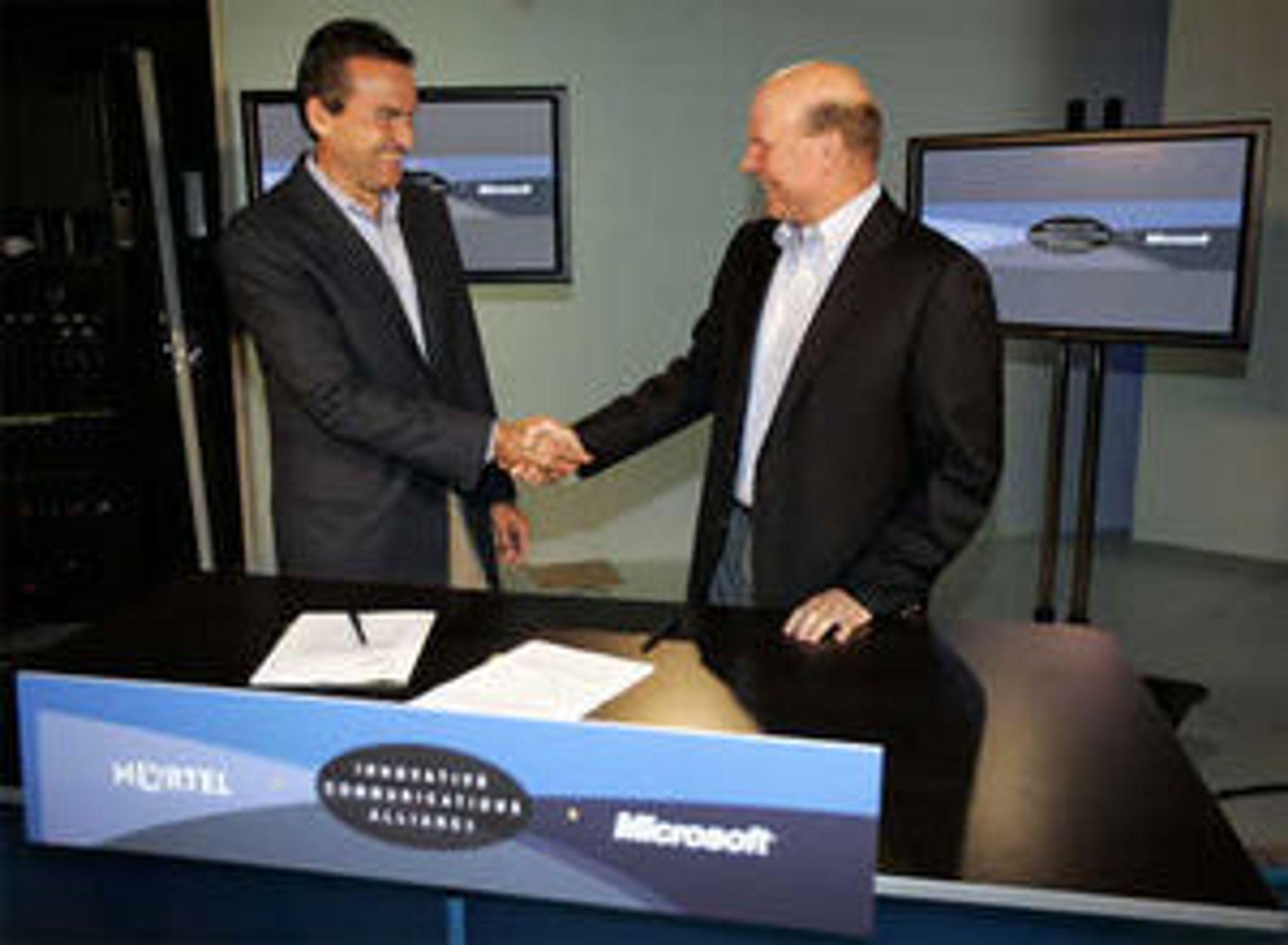 Daværende president i Nortel, Mike Zafirovski, og Microsoft-sjef Steve Ballmer kunngjorde et strategisk samarbeid i 2006.