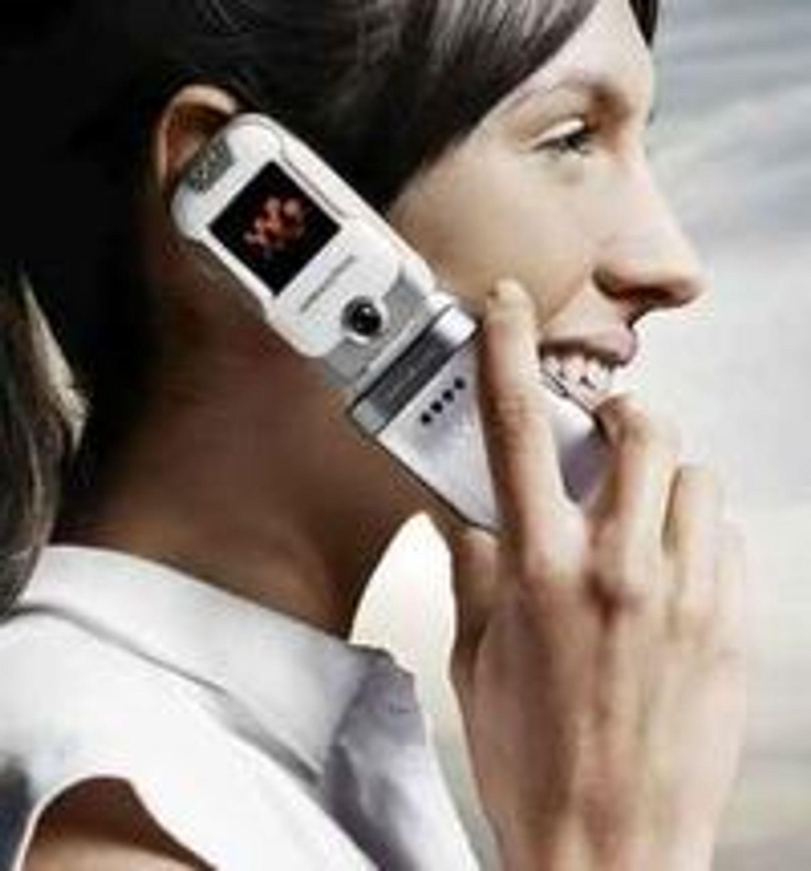 Nå er det offisielt: WHO erkjenner at det kan være forbundet med økt risiko for en spesiell type hjernesvulst dersom man utsetter hodet for nærkontakt med mobiltelefon under samtale.