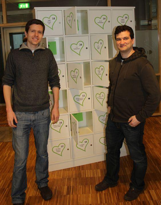 Øyvind Grotmol og Marius Grannæs ved Energy Micros «julekalender».