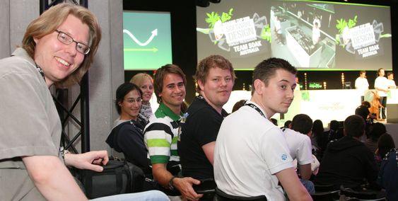 eBuster nådde ikke finalen i Imagine Cup Fra venstre Rune Zakariassen (Microsoft), Richard Dante, Trude Martinsen, Christian Johannesen, Kristian Ravndal og Ruben Larsen (mentor).