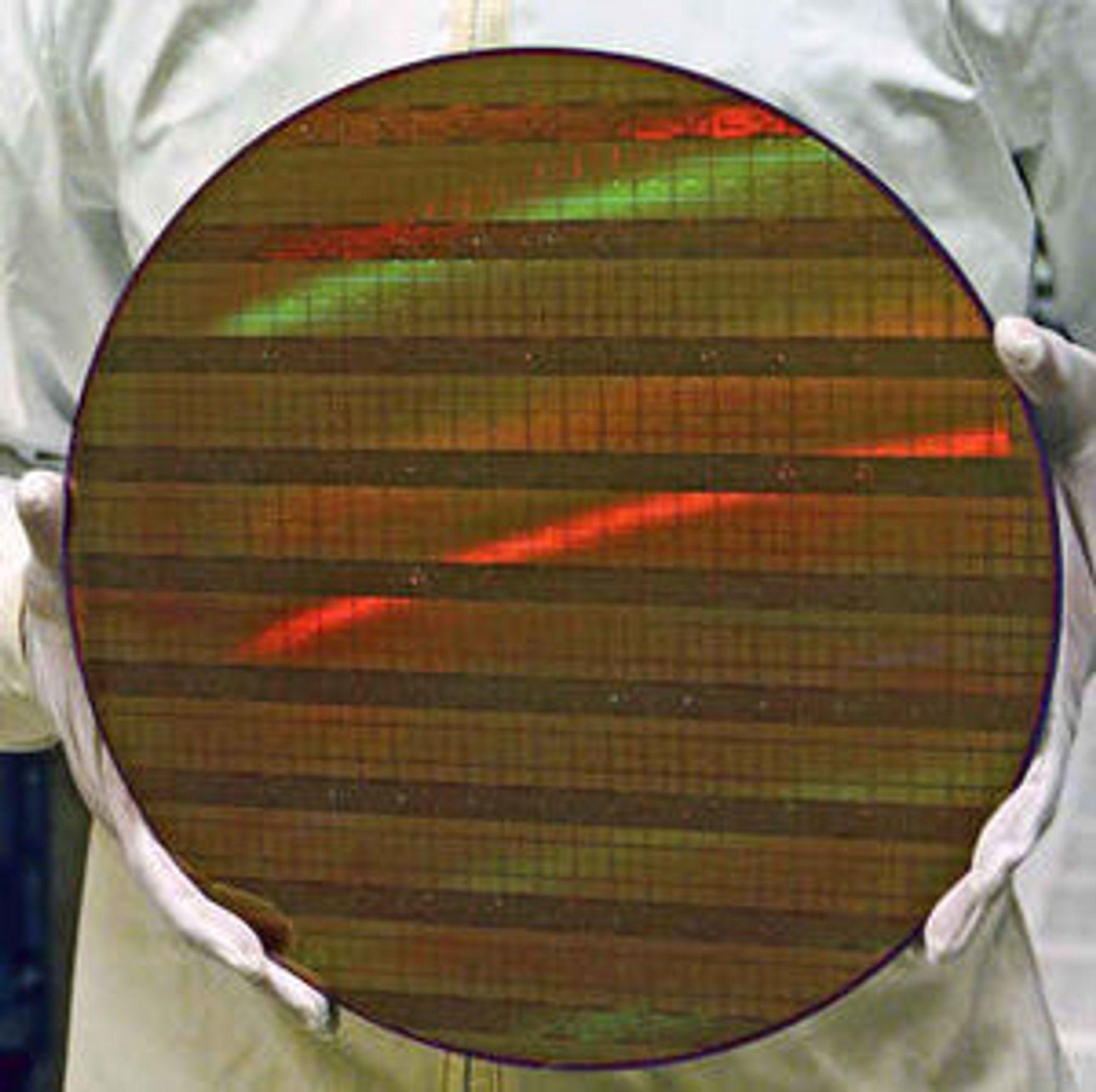 Silisium-wafer med brikker basert på 45 nanometers prosessteknologi