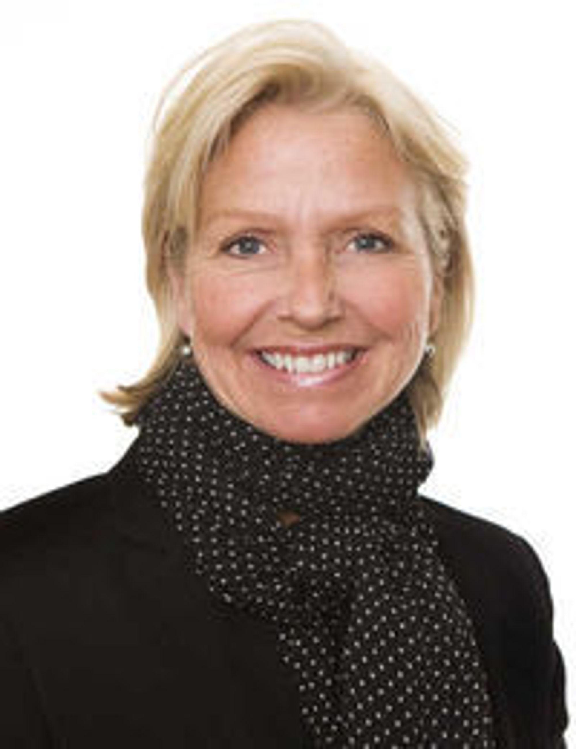 Fra 2004 til 2008 var Berit Kjøll divisjonsdirektør i Telenor, med ansvar for mobil, bredbånd og telefoni til det norske personmarkedet.