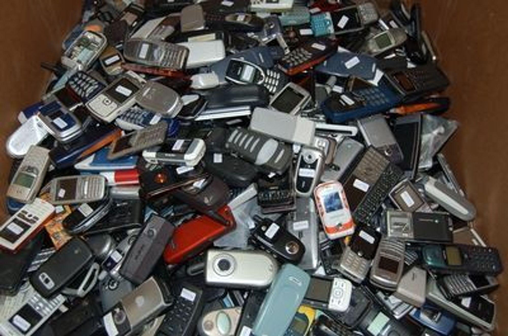 De første 500 idrettslagene som registrerer seg, kan tjene 35 kroner på hver gamle mobiltelefon i samler inn.