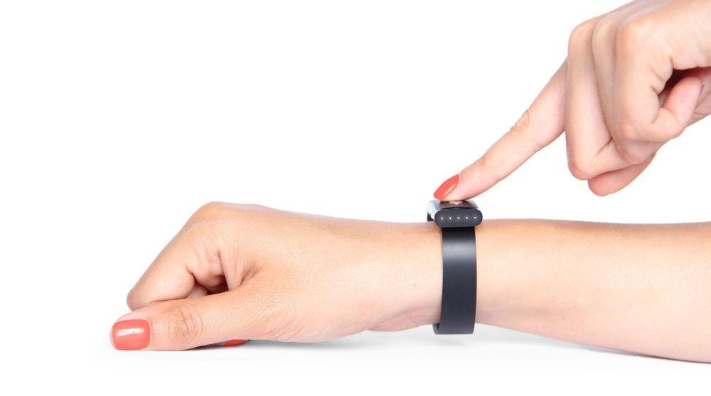 Armbåndet Nymi aktiveres dersom hjertesignalene til brukeren gjenkjennes når brukeren fester det på armen.