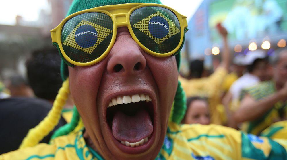 Brasilianske supportere feiret både på fotballstadion og på Twitter etter at Brasil hadde slått ut Chile i åttedelsfinalen på lørdag. Feiringen resulterte i flere nye Twitter-rekorder.