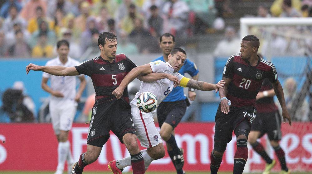 Amerikansk interesse for gårsdagens fotballkamp mellom USA og Tyskland under fotball-VM i Brasil bidro til kraftig vekst i internettrafikken.