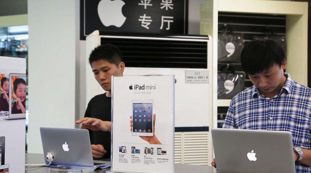 Kina skal ha fjernet Apple fra listen over produkter det er tillatt å kjøpe inn av offentlig sektor. Det skal omfatte i alt 10 produkter, inkludert iPad mini og Macbook Air. Bildet er fra en Apple Store i Xuchang, i den sentrale Henan-provinsen.