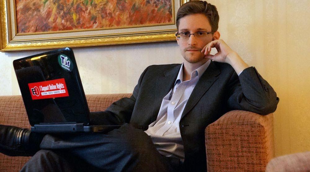 Den spionsiktede amerikanske varsleren Edward Snowden (bildet) har søkt dekning på ukjent sted i Russland. Torsdag løp hans midlertidige oppholdstillatelse ut, men det er ikke kjent hva landets myndigheter velger å gjøre.