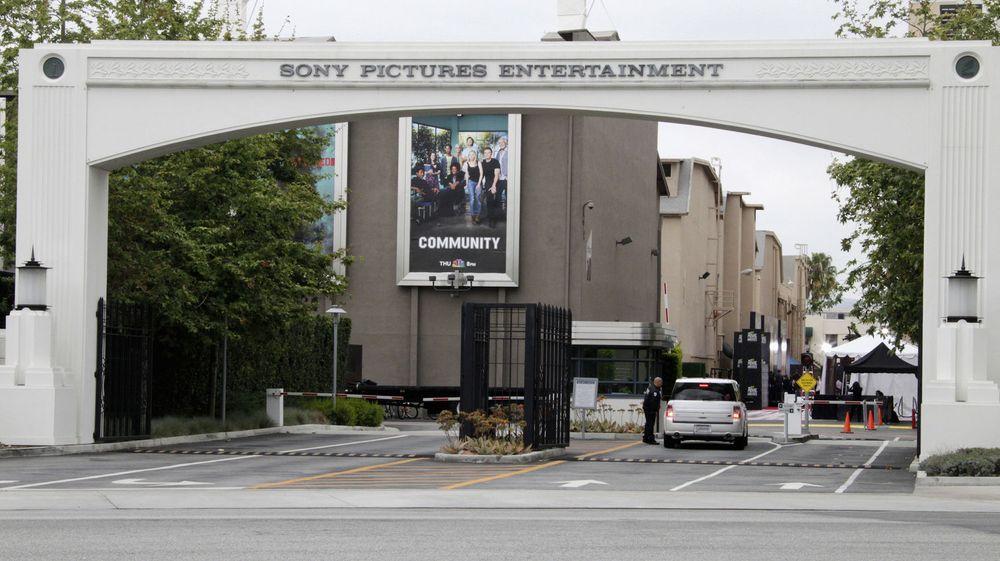 Innkjøringen til Sony Pictures Entertainment i Culver City, California. Flere av selskapets uutgitte filmer er blitt lekket på nett etter et hackerangrep. Nordkoreanske myndigheter nekter for at landet står bak.
