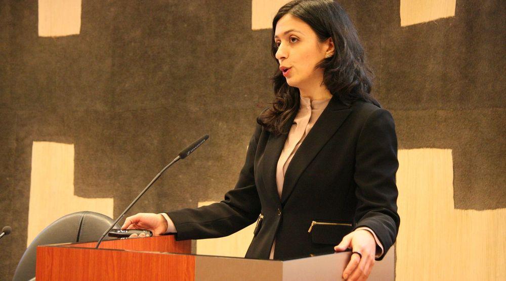 Arbeiderpartiet sørget sammen med Høyre for at EUs datalagringsdirektiv ble vedtatt på Stortinget. Nå sier Aps Hadia Tajik (bildet) at de må studere EU-dommen som fastslår at direktivet er ugyldig.