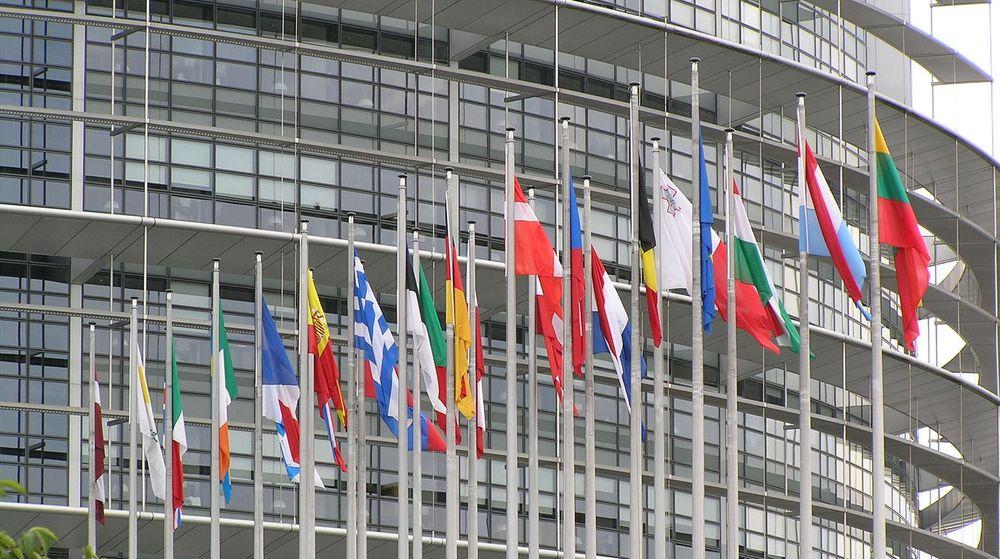 EU-parlamentet stemte i dag at roamingavgifter skal fjernes fra hele EØS-området. Vedtaket er dog ikke helt endelig ennå.