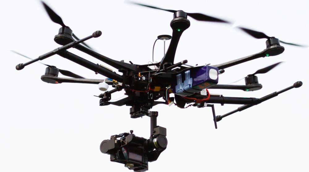 Det er kameradroner som dette som nå kan brukes til å gjøre foto- og filmopptak fra luften, uten tillatelse fra NSM. Men det er kun tillatt så lenge dronen er innen synsrekkevidde og man flyr utenfor restriksjonsområder.
