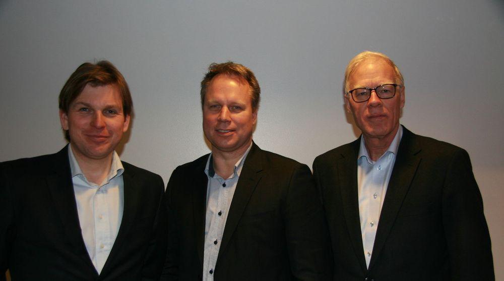 Fra v. Thor-André Svendsen takker for seg etter drøyt ni år i Ventelo. Han erstattes av en annen bransjeveteran i Tormod Stien (midten) som kommer fra Tele2. Styreleder Anders Igel ytterst til høyre i bildet takker Svendsen for innsatsen.