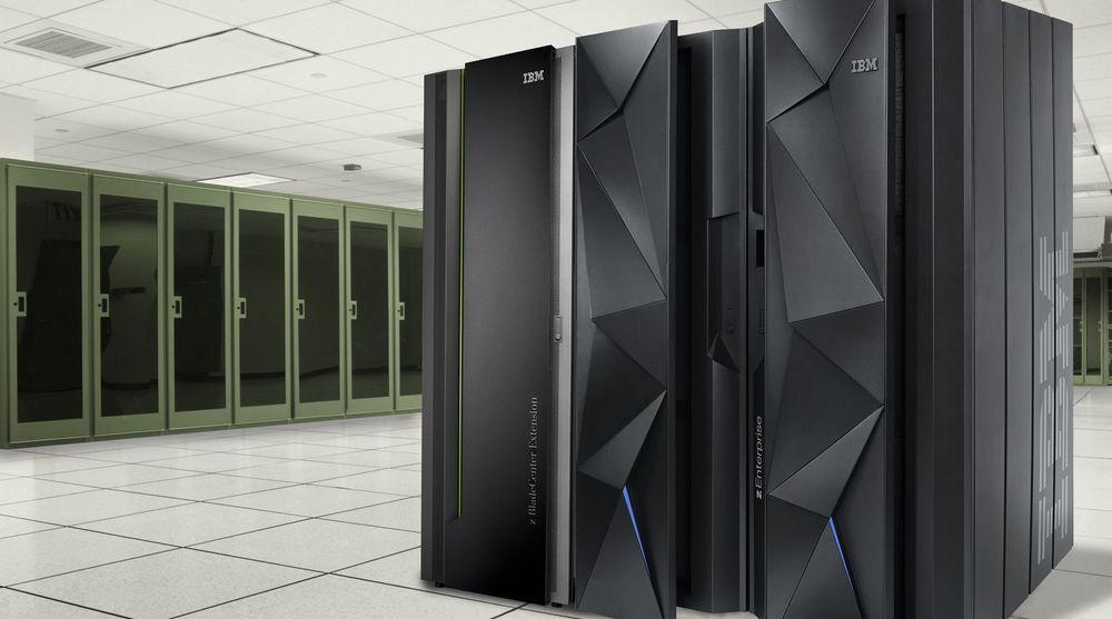Omsetningen av IBMs stormaskiner, her representert ved en zEC12, faller med 37 prosent.
