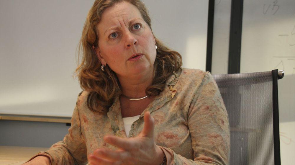 Direktør Berit Svendsen i Telenor Norge går til angrep på statlige angrep som hun mener rammer utbyggingen av fiber i hele landet.
