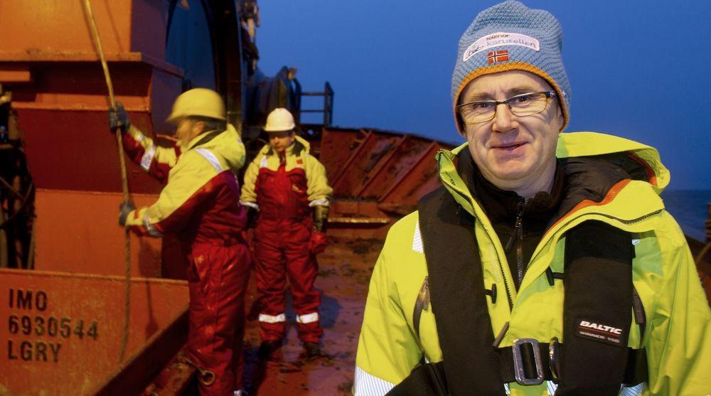 Uværet på Vestlandet har påført Telenors nett mange og alvorlige skader, og dekningsdirektør Bjørn Amundsen (t.h.) legger ikke skjul på at det tar tid å fikse alt. Her fra et fiberbrudd i Troms på nyåret.