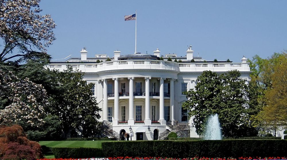 Det er oppdaget mistenkelig aktivitet på et ugradert datanettverk i Det hvite hus. FBI og NSA etterforsker nå saken.