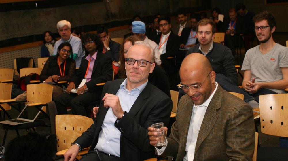 Fra v. Googles norgessjef Jan Grønbech og Google [X]-direktør Mo Gawdat. Telenor hadde invitert app-utviklere fra Asia i en lukket seanse der Gawdat fortalte om innovasjon.