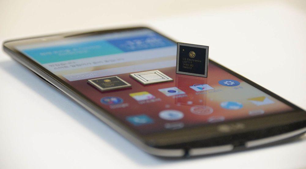 Nuclun-brikkene sammen med G3-telefonen.