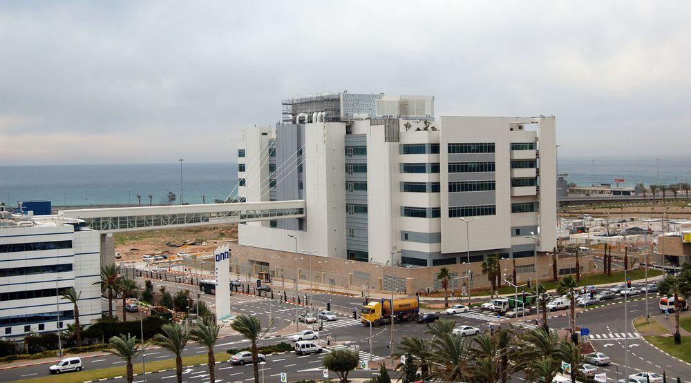 Intel Design Center nummer 9 i den israelske havnebyen Haifa huser blant annet en datasentral bygget etter miljøvennlige prinsipper. Bygget er det første i Israel som ble sertifisert etter LEED-normen (Leadership in Energy and Environmental Design).