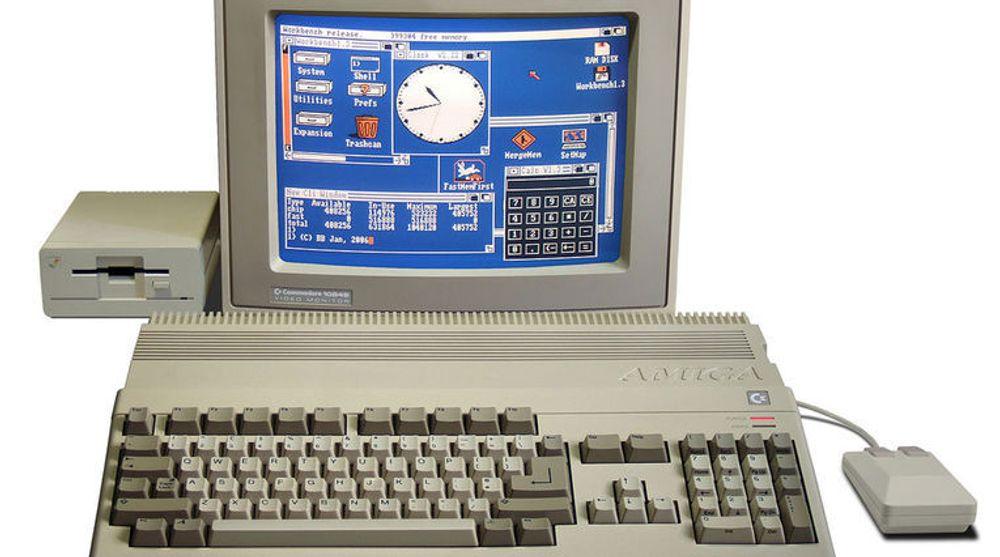 Amigaens hjelpeprosessorer med kvinnenavn som Paula, Agnus og Denise sørget sammen med «hovedhjernen» - en Motorola 68000-prosessor klokket til 7,14 megahertz - for ekte multitasking og multimediafunksjoner pc-eiere den gangen bare kunne drømme om. Nå kan nostalgikere gjenoppleve herligheten rett i nettleseren.