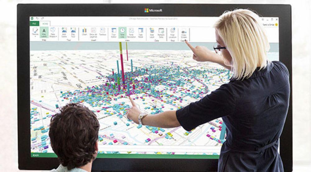 Stephen Elop røper at Microsoft nå er klare for å masseprodusere PPI-skjermene.