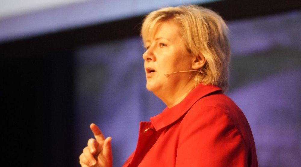 Statsminister Erna Solberg (H) bør legge de norske NSA-kortene på bordet - til allmenn beskuelse. Det mener digi.nos redaktør Sigvald Sveinbjørnsson. Bildet er fra en presentasjon Solberg holdt på Evry sin storsamling IT-tinget i 2012.