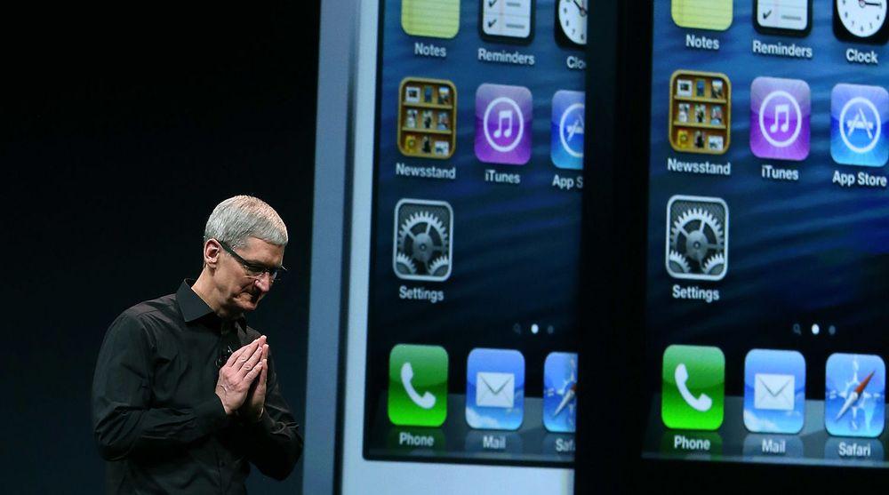 Apples toppsjef, Tim Cook, må konstatere at Apple har sitt første hele regnskapsår med negativ resultatvekst siden 2008. Selskapet tjener mindre per solgte enhet.